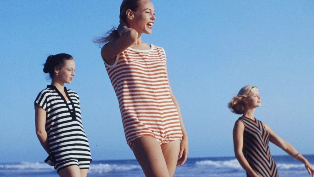 1950s beach fashion
